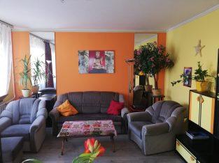 Káposztásmegyeri 76 m2-es, 2+1/2 lakás sátortetős 4 emeletes 3. emeletén eladó