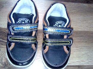 Kisfiú cipő 22es